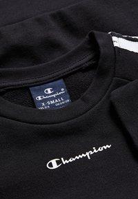 Champion - LEGACY AMERICAN CREWNECK  - Felpa - black - 3