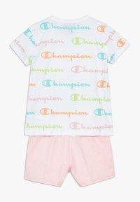 Champion - CHAMPION X ZALANDO TODDLER SUMMER SET - Sports shorts - white/multi-coloured/light pink - 1