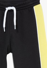 Champion - TODDLER COLORBLOCK SET - Tepláková souprava - black/yellow/white - 3