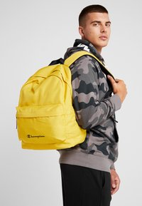 Champion - BACKPACK - Rucksack - mustard yellow - 1