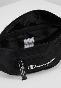 Champion - BELT BAG - Bältesväska - black - 5
