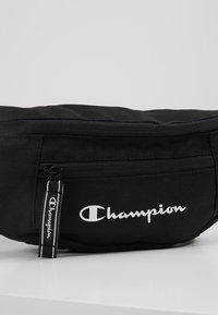 Champion - BELT BAG - Bältesväska - black - 7