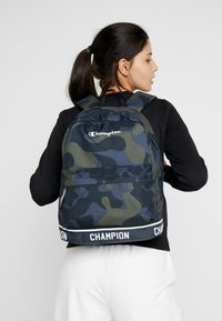 Champion - BACKPACK - Tagesrucksack - olive - 5
