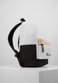 Champion - BACKPACK - Plecak - off-white - 3