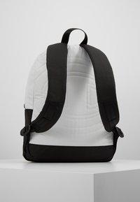 Champion - BACKPACK - Plecak - off-white - 2
