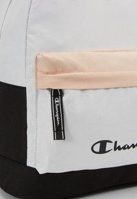 Champion - BACKPACK - Plecak - off-white - 7
