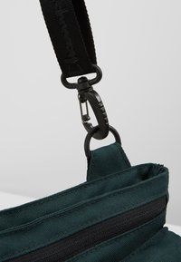 Champion - MEDIUM SHOULDER BAG - Sac bandoulière - dark green - 4