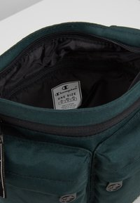 Champion - MEDIUM SHOULDER BAG - Sac bandoulière - dark green - 5
