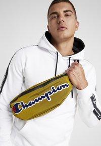Champion - BELT BAG ROCHESTER - Bandolera - dark yellow - 1