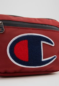 Champion - BELT BAG TRIPLE - Bandolera - red - 7