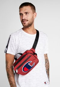 Champion - BELT BAG TRIPLE - Bandolera - red - 1