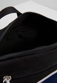Champion - BELT BAG - Riñonera - new black - 4