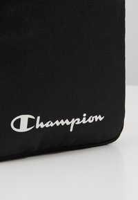 Champion - LEGACY MEDIUM SHOULDER BAG - Taška s příčným popruhem - black - 2
