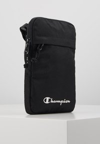 Champion - LEGACY MEDIUM SHOULDER BAG - Taška s příčným popruhem - black - 4