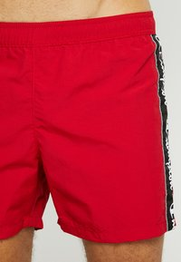 Champion - BEACH - Zwemshorts - red/black