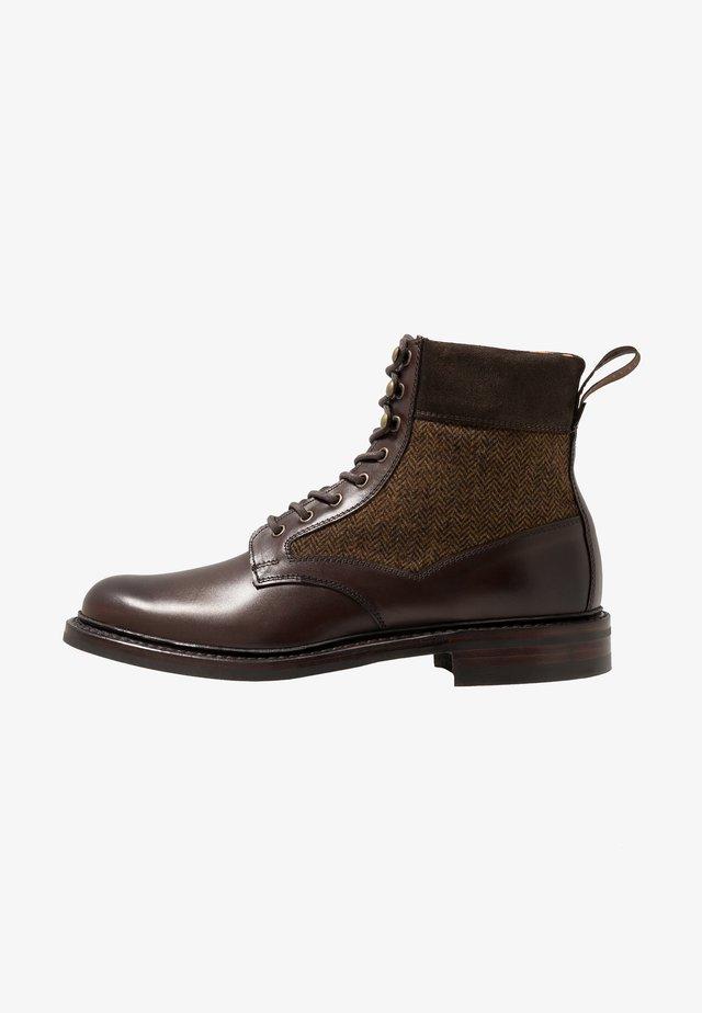 LIFFEY II - Šněrovací kotníkové boty - mocha/brown