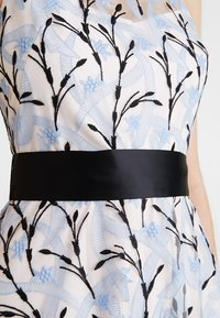 Coast - DANTE IVY EMBROIDERED DRESS - Cocktail dress / Party dress - blue - 6