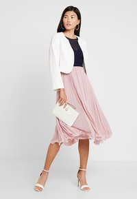 Coast - TESS CROP JACKET - Blazer - ivory - 2