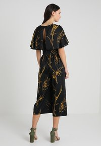 Coast - ELDORA PRINTED V NECK WIDE LEG - Jumpsuit - black - 3