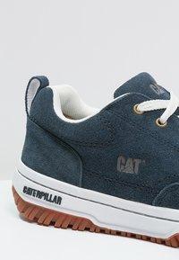 Cat Footwear - DECADE - Sneakers - navy - 5