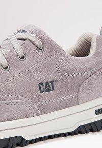Cat Footwear - DECADE - Matalavartiset tennarit - frost grey - 5