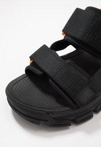 Cat Footwear - PROGRESSOR - Vaellussandaalit - black - 5
