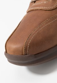 Cat Footwear - UPSURGE - Trainers - dry sands - 5