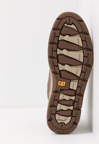 Cat Footwear - IRONDALE - Botines con cordones - peanut - 4