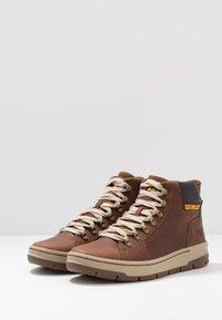 Cat Footwear - IRONDALE - Botines con cordones - peanut - 2