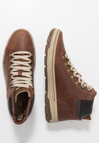 Cat Footwear - IRONDALE - Botines con cordones - peanut - 1