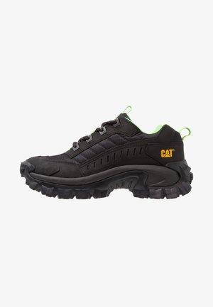 INTRUDER - Sneaker low - black
