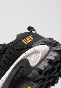 Cat Footwear - INTRUDER - Sneaker low - black - 5