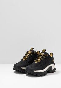 Cat Footwear - INTRUDER - Trainers - black - 2