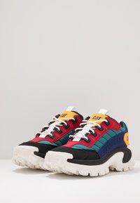 Cat Footwear - INTRUDER - Sneaker low - black/scarlet/north sea/blueprint/yellow - 2