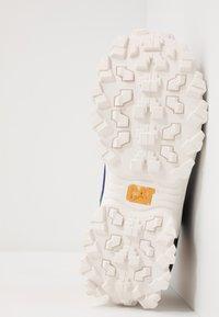 Cat Footwear - INTRUDER - Sneaker low - black/scarlet/north sea/blueprint/yellow - 4