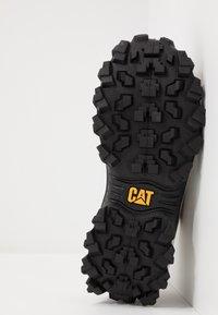 Cat Footwear - INTRUDER - Zapatillas - star white/yellow - 4