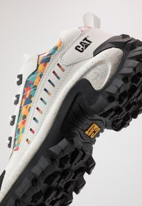 Cat Footwear - INTRUDER - Zapatillas - star white/yellow - 5
