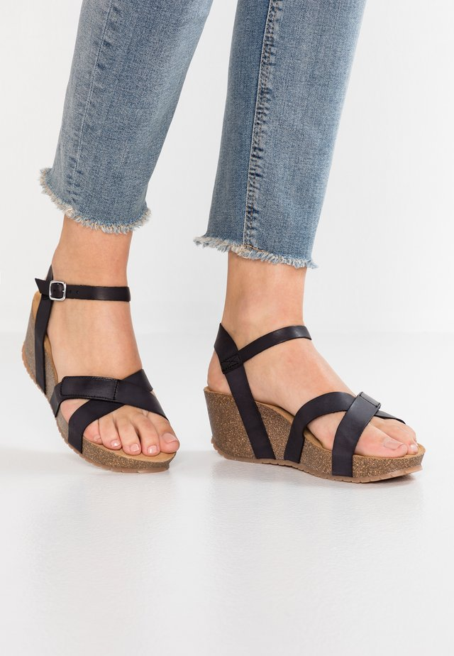 Sandały na platformie - black vaquetta