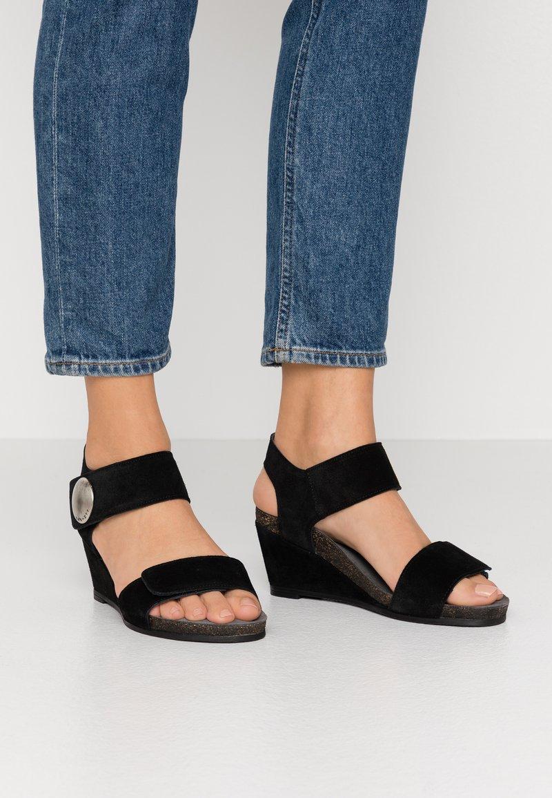 Ca'Shott - Sandály na klínu - black