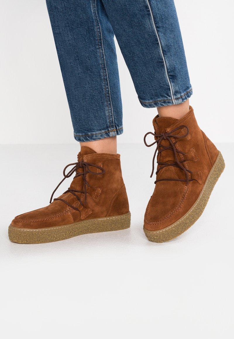 Ca'Shott - Boots à talons - cognac/beige