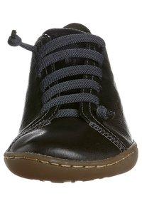 Camper - PEU CAMI - Volnočasové šněrovací boty - black - 2