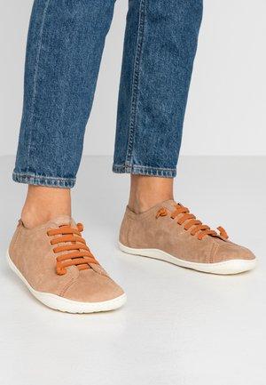 PEU CAMI - Volnočasové šněrovací boty - dark beige