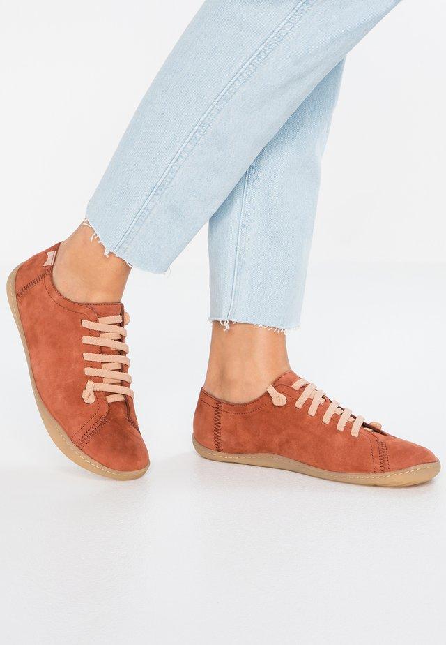 PEU CAMI - Zapatos con cordones - orange