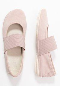 Camper - RIGHT NINA - Baleríny s páskem - pastel pink - 3
