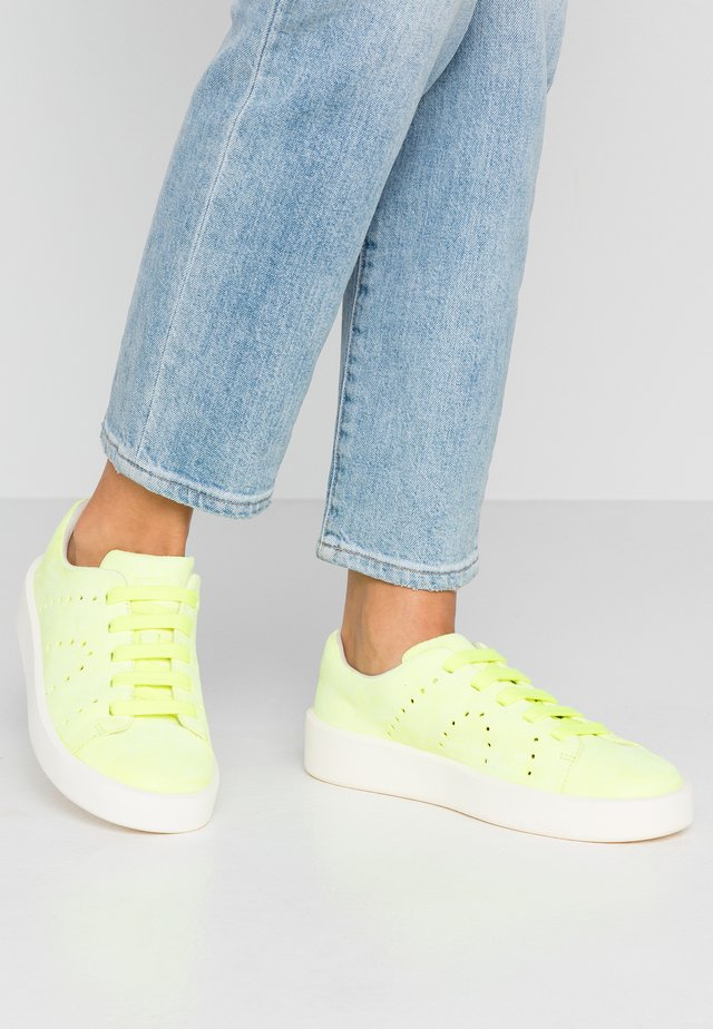 COURB - Sneakersy niskie - bright yellow