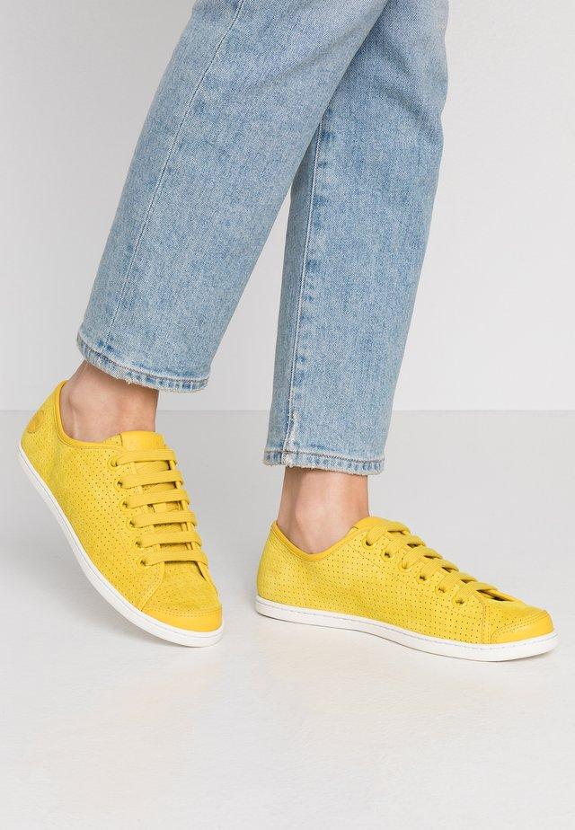 UNO - Matalavartiset tennarit - medium yellow