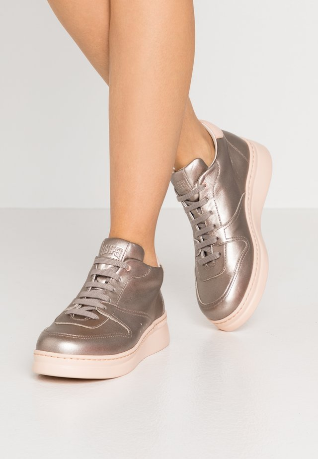 RUNNER UP - Trainers - rose gold