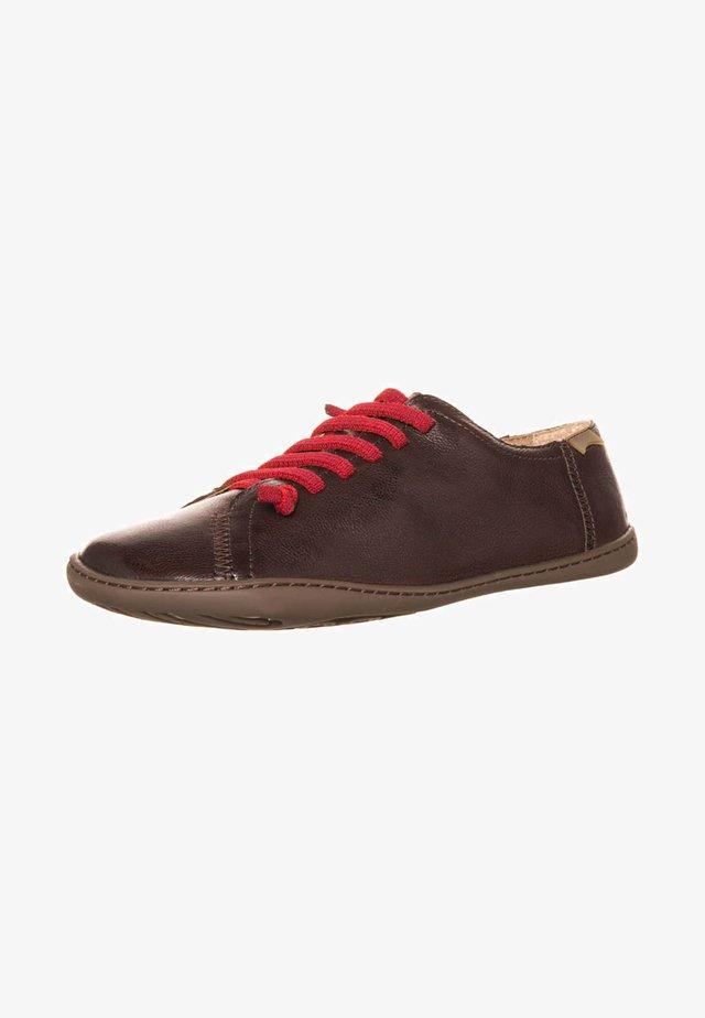 PEU CAMI - Zapatos con cordones - marrón
