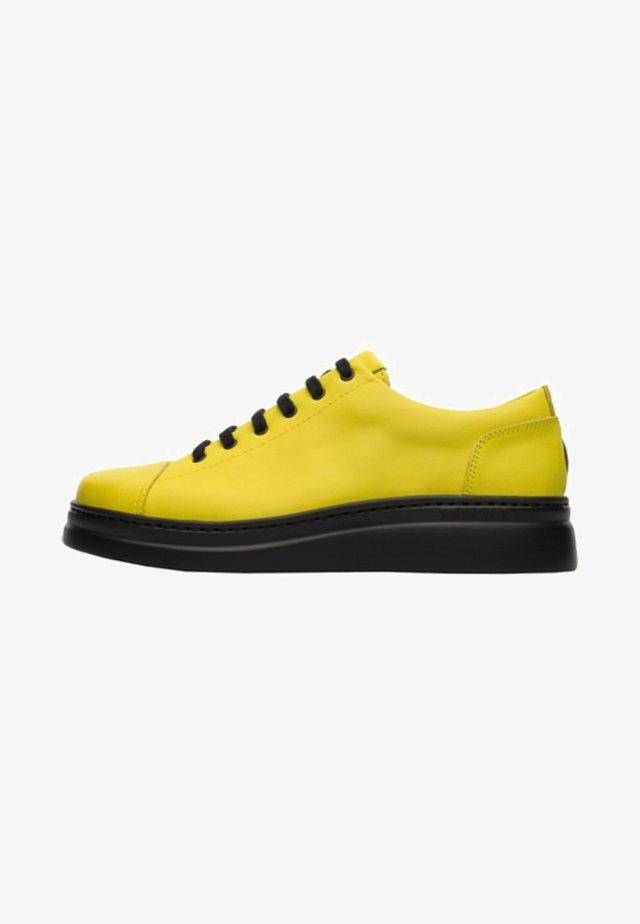 RUNNER UP - Zapatos de vestir - yellow