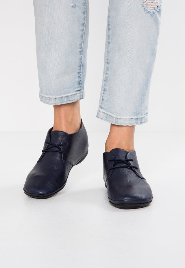 RIGHT NINA - Zapatos con cordones - navy